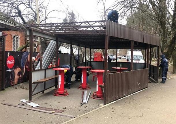 В Краснодаре сносят незаконные летние кафе